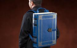 Đây là chiếc ba lô đựng sách trông giống một quyển sách dành riêng cho mọt sách