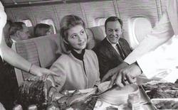 Trải nghiệm thời kỳ hoàng kim của ngành hàng không thập niên 70 qua những thước phim xưa cũ
