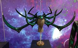 """Hóa ra, mũ trùm đầu gai tua tủa của nữ nữ ác thần Hela trong """"Thor: Ragnarok"""" được in 3D và nặng chưa tới 2kg"""