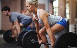 Đừng ham tập tạ nặng nếu muốn tăng cường sức mạnh và xây dựng cơ bắp theo chiều hướng an toàn