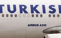 """Máy bay chở 100 người phải hạ cánh khẩn cấp vì khách đặt WiFi là """"Bom nè"""""""