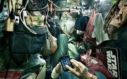 """Cuộc sống bên trong những """"căn phòng quan tài"""", nơi không bao giờ tận hưởng được ánh đèn neon lộng lẫy của Hong Kong"""
