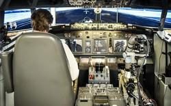 Cánh tay robot này có thể điều khiển máy bay như phi công thực thụ