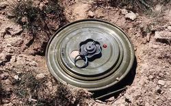 Những quan niệm sai lầm về bom, mìn: đặt vật nặng đè lên quả mìn không cứu sống bạn như trong phim