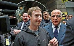 """Nhiều cổ đông Facebook kêu gọi công ty thay thế CEO Mark Zuckerberg bằng một hội đồng quản trị """"độc lập"""""""