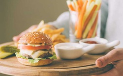 Ăn 3 bữa chính mỗi ngày hay chia thành 6 bữa nhỏ thì tốt hơn?