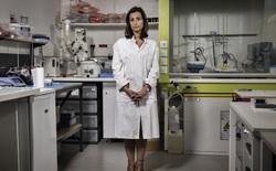 Nữ nhà khoa học 31 tuổi này đã phát triển một loại vật liệu có thể cách mạng hóa phẫu thuật, xóa bỏ chỉ y khoa