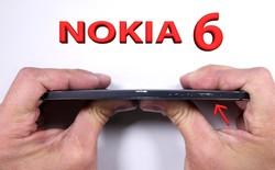 Tra tấn cào xước, đốt cháy, bẻ cong Nokia 6
