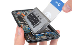 iFixit mổ xẻ Samsung Galaxy S8/S8+: Pin được bố trí tương tự Note7, mức độ dễ sửa 4/10