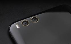 Ảnh thực tế Mi 6 Ceramic Edition: Vỏ gốm cong 3D ở bốn cạnh, viền vàng 18k xung quanh camera, logo và giao diện màu vàng sang chảnh