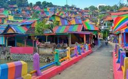 Sau khi được sơn lại với màu sắc cầu vồng, ngôi làng tồi tàn biến thành địa điểm checkin vạn người mê
