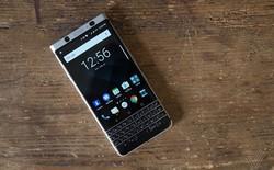 Màn hình của BlackBerry KeyOne thực chất không được dán vào phần thân máy, do đó rất dễ bị bong