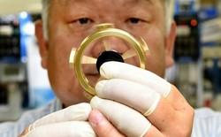 """Công ty Nhật tạo ra phiên bản """"Rolls Royce"""" của món đồ chơi fidget spinner, có thể quay 12 phút không ngừng"""