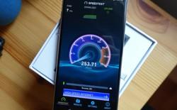 LG V30 là chiếc điện thoại đầu tiên có thể chạy trên băng tần Band 71 (600 MHz): tín hiệu có thể đi xa hơn, vượt chướng ngại vật tốt hơn