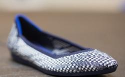 Thấu cảm với nỗi khổ của phụ nữ, hai doanh nhân này đã tạo ra một mẫu giày búp bê làm từ chai nhựa, vừa thoải mái, phong cách vừa góp phần cải thiện môi trường
