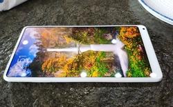 Ảnh thực tế Xiaomi Mi Mix 2 vỏ gốm màu trắng: mặt lưng tuyệt đẹp nhưng vẫn còn đó đường viền