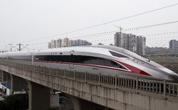 Trung Quốc: Tàu cao tốc nhanh nhất thế giới đi vào hoạt động, vận tốc 350 km/h, chạy êm đến mức đồng xu không đổ