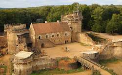 Ngay tại thế kỷ 21 này, người ta thử xây lâu đài trung cổ bằng phong cách thời trung cổ