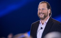 """CEO Salesforce lôi Surface ra làm trò cười: """"Đấy nhìn thấy ngay là có mấy ai dùng Surface đâu?"""""""