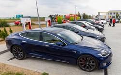 Tesla cấm không cho khách hàng sạc pin miễn phí tại trạm Supercharger, nếu như họ sử dụng xe để chạy Uber hoặc đào Bitcoin