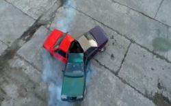 Fidget spinner của người Nga: Xẻ đôi 3 cái ô tô rồi ghép chúng lại với nhau, vẫn giữ lại động cơ để nổ máy