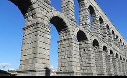 Tại sao bê tông La Mã từ 2.000 năm trước lại bền vững hơn cả bê tông của con người hiện đại?