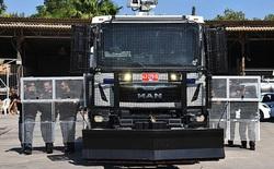 Cảnh sát Israel được trang bị xe vòi rồng phun nước với máy ngắm laser để đối phó với khủng bổ
