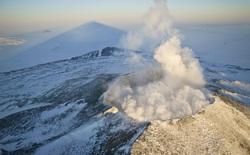 Phát hiện gần 100 ngọn núi lửa đang ngủ yên ngay bên dưới thềm băng lục địa Nam Cực