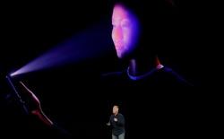 Cựu điệp viên Edward Snowden bày tỏ quan điểm về tính năng FaceID trên iPhoneX