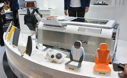 """Máy in 2.5D của Casio có thể """"làm nhái"""" chất liệu vải, da và những chất liệu khác"""