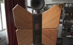 Lý do gì khiến cho những tác phẩm loa gỗ này có giá tới hơn 300.000 USD? Đó là tâm huyết của một con người muốn có được âm thanh tuyệt hảo