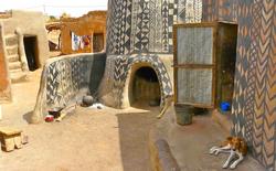Ngôi làng đất nung kỳ lạ của quý tộc châu Phi, mỗi căn nhà là một tác phẩm nghệ thuật