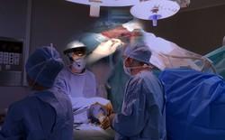 Một công ty ở Pháp đã dùng Microsoft HoloLens để tạo bước đột phá trong giảng dạy phẫu thuật