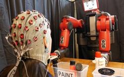 MIT nghiên cứu hệ thống giúp con người điều khiển robot bằng ý nghĩ