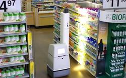 Walmart bắt đầu triển khai các robot để kiểm tra kệ hàng nhưng không thay thế con người