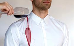 Chiếc áo sơ mi tự làm sạch này có thể đẩy lùi vết bẩn và mùi hôi