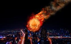 Đêm qua, đồng tiền ảo ETH bất ngờ rơi tự do xuống 0,1 USD/coin trong vài chục giây, dân buôn điêu đứng