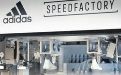 Nhà máy sản xuất giày bằng robot của Adidas đã sẵn sàng hoạt động