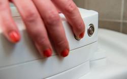 Không phải tự tay lau rửa bồn cầu nữa rồi, tất cả là nhờ sản phẩm mới trên Kickstarter này