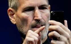 """""""Vũ khí"""" của Steve Jobs từng một thời giúp iPhone hùng bá thị trường giờ đây lại bị chính Tim Cook đổ lỗi làm hại doanh thu"""