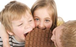 Giáo sư cảnh báo trẻ em ăn quá nhiều đường có thể mắc 2 bệnh như người nghiện rượu