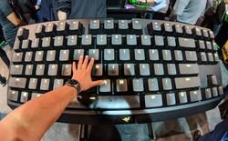[CES 2018] Razer trình làng chiếc bàn phím cơ độc đáo to bằng... một cái bàn, có cả hệ thống đèn RGB như thật