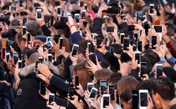 Dán mặt vào những chiếc màn hình đã làm suy giảm hạnh phúc của cả một thế hệ