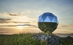 """Công ty New Zealand phóng một quả cầu disco lên quỹ đạo, nhận về vô số """"gạch đá"""" từ các giáo sư và các nhà thiên văn học"""