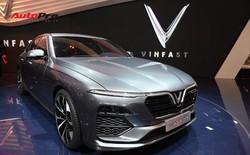 HOT: Ảnh thực tế sedan VinFast A2.0 vừa ra mắt hoành tráng tại Paris Motor Show 2018