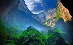 Hố sụt khổng lồ tại Trung Quốc bất ngờ hé lộ một kỳ quan thiên nhiên ở đẳng cấp thế giới