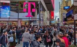 Cảnh tượng xếp hàng đáng kinh ngạc tại Mỹ, không phải chờ mua iPhone XR mà là chiếc smartphone 580 USD của OnePlus