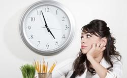 Tại sao cuối ngày làm việc bạn thường rất uể oải, đặc biệt là vào chiều thứ sáu?