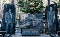 Nghĩa trang mafia độc nhất vô nhị ở Nga: Bia đá to như người thật, khắc họa quyền lực và cuộc sống xa hoa của thế giới ngầm