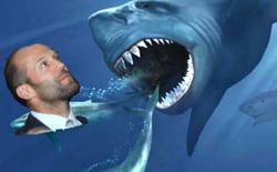 """Jason Statham sẽ đánh nhau tiếp với cá mập tiền sử, to hơn, răng nhiều gấp đôi con cũ trong """"The Meg"""""""